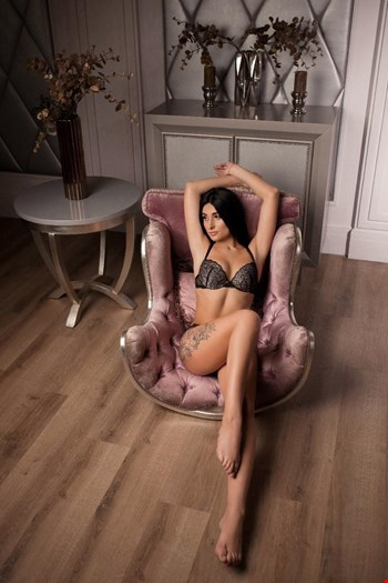 Escort Milan, Escort Bela, Milan | 24 year old Female escort