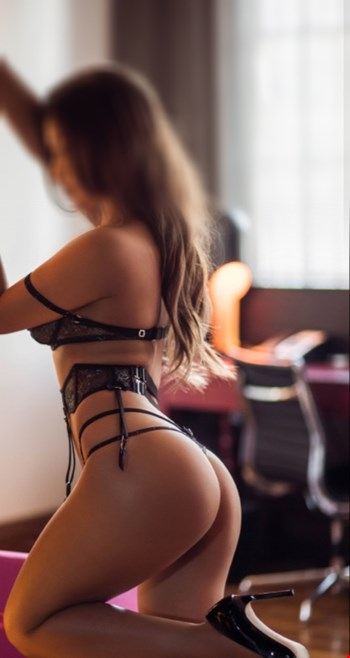 Escort Stuttgart, Escort Stuttgart, Kim | 23 year old Female escort