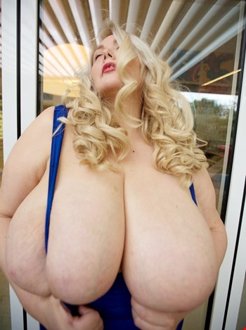 Escort Paris, Escort Paris, Busty adena 140M | 38 year old Female escort