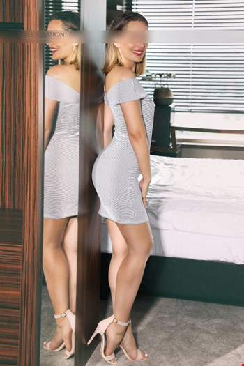 Escort Cologne, Escort Jolie, Cologne | 28 year old Female escort
