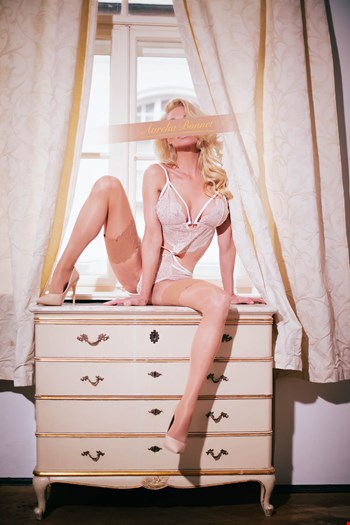 Escort Stuttgart, Escort Aurelia Bonnet, Stuttgart | 29 year old Female escort