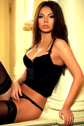 Escort Frankfurt, Escort Frankfurt, Linda | 25 year old Female escort