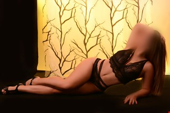 Escort Saint Julians, Escort Roberta, Saint Julians | 22 year old Female escort