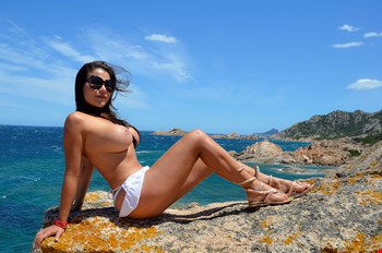 Escort Saint Julians, Escort CAROLINE wait you in a luxury and  reservate place at balluta REAL PICS, Saint Julians | 25 year old Female escort