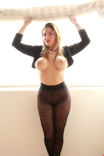 Escort Saint Julians, CAROLINE wait you in a luxury and  reservate place at balluta REAL PICS, escort Saint Julians | 25 year old Female escort