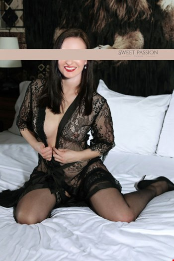 Escort Berlin, Escort Jasmin, Berlin | 34 year old Female escort