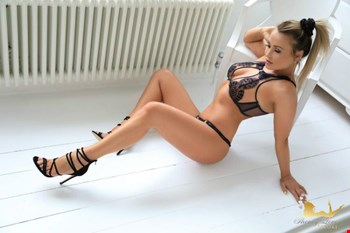 Escort London, Escort Ella, London | 25 year old Female escort