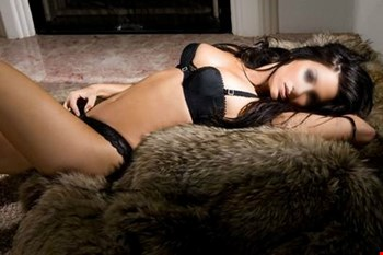 Escort Paris, Escort Laura, Paris | 32 year old Female escort