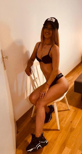 Escort Vienna, Escort Irris, Vienna | 22 year old Female escort