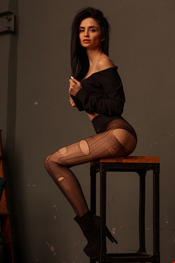 Escort Paris, Miya, escort Paris | 24 year old Female escort