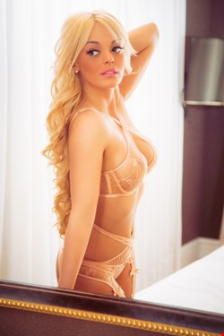 Escort Cannes, LuciaScort, escort Cannes | 24 year old Female escort